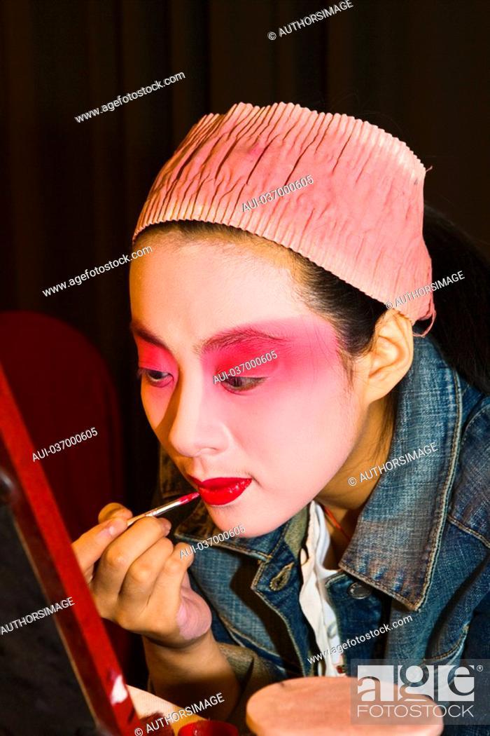 Stock Photo: China - Beijing PÚkin - Liyan Theatre - PÚkin Opera - Artist's makeup session.