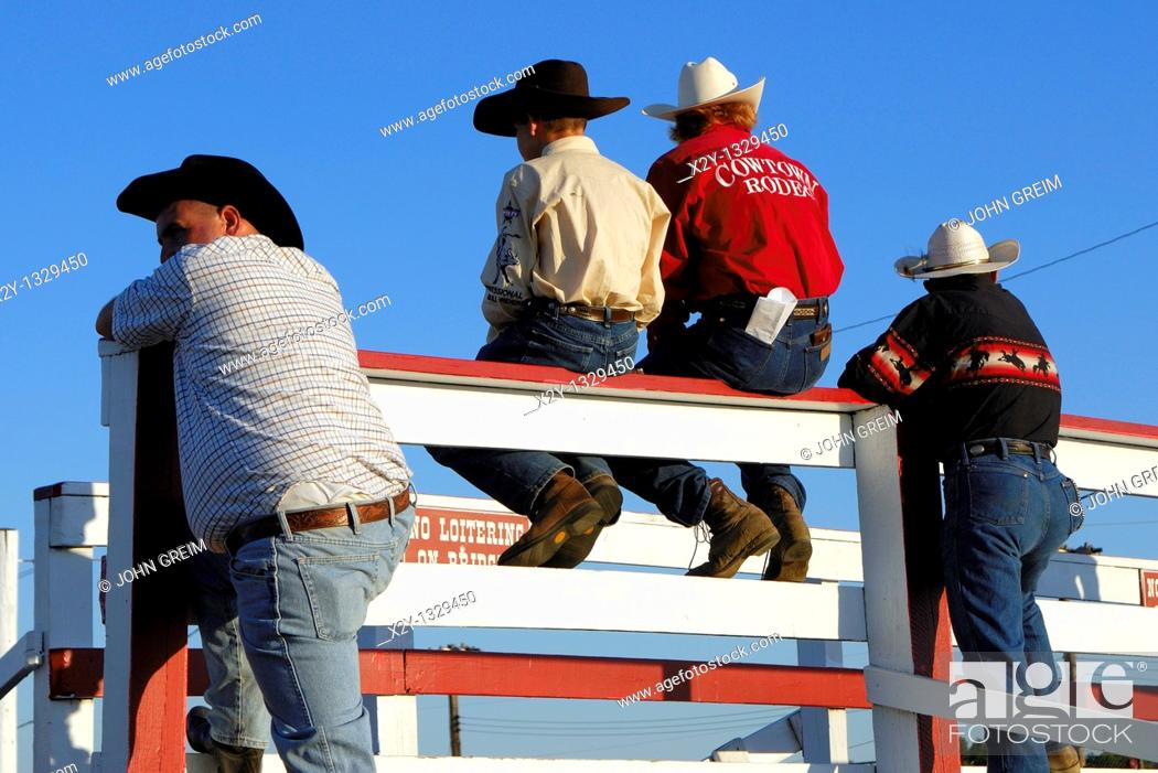 Photo de stock: Cowboys at the rodeo, Cowtown, New Jersey.