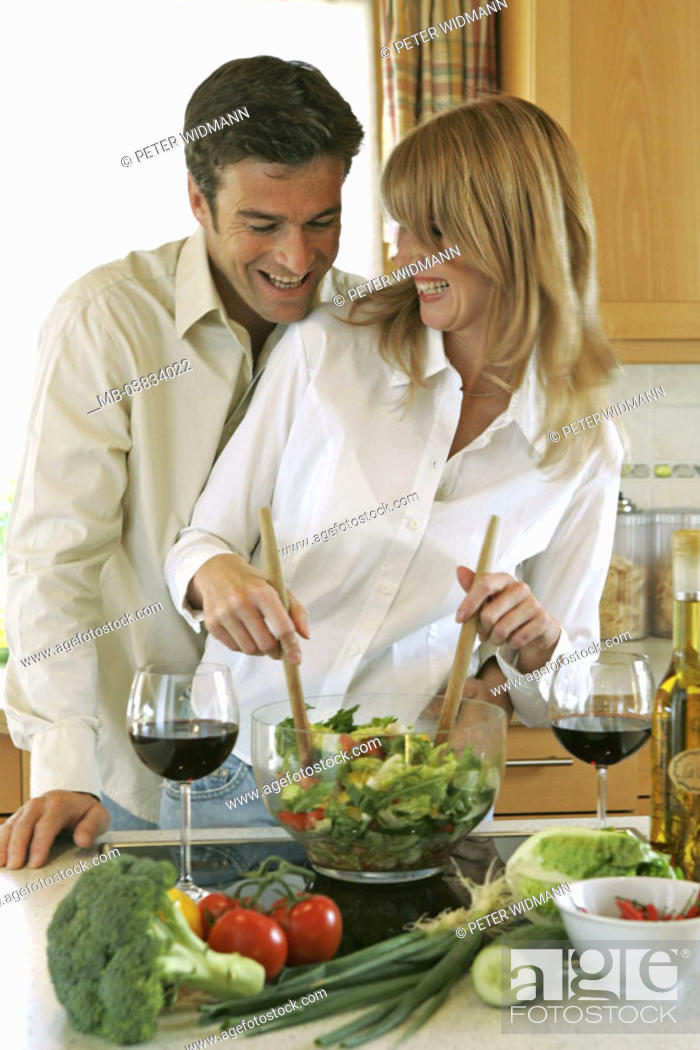 Stock Photo: Kitchen, couple, cheerfully, salad, prepares,  Wine glasses, Halbporträt,   Series, 30-40 years, partnership, relationship, marriage, fun, pleasantry.