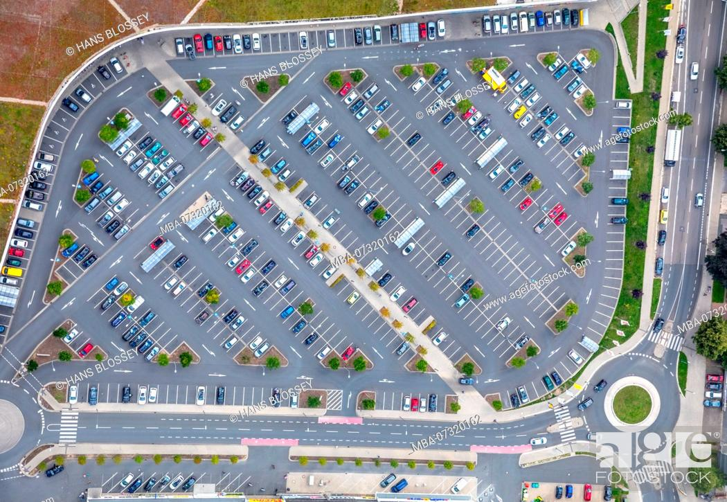 Stock Photo: Parking lot at Kronenberg Center, Real, Real Discount, Haedenkampstrasse, Altendorfer Strasse, Essen, Ruhr area, North Rhine-Westphalia, Germany.