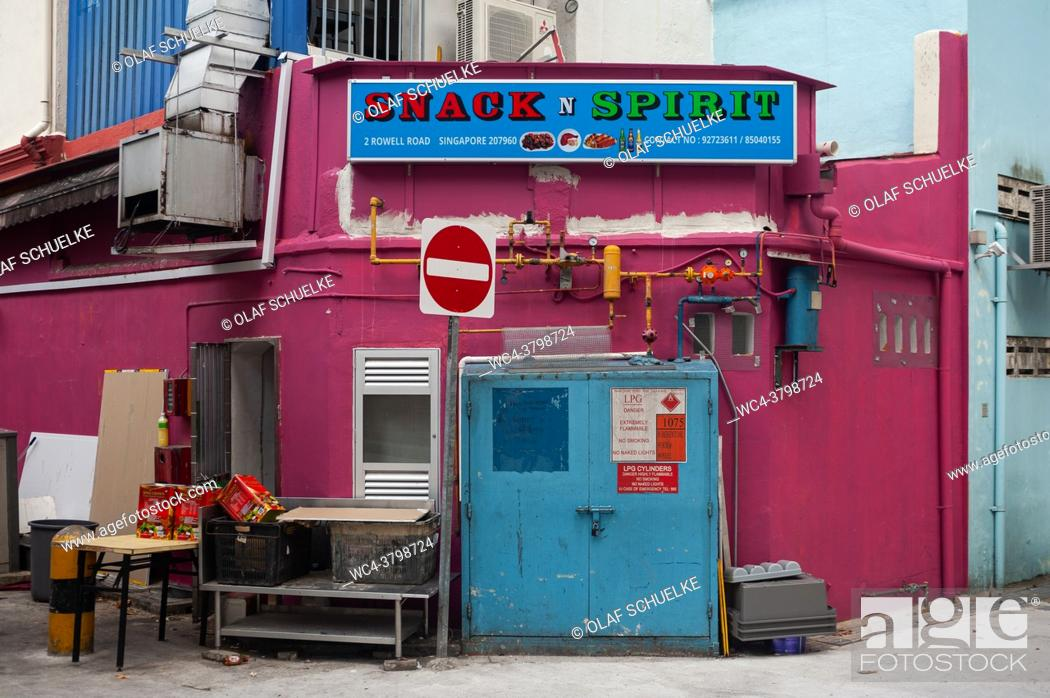 Imagen: Singapore, Republic of Singapore, Asia - Rear exit of a small Indian restaurant in a narrow side street in Little India city district.