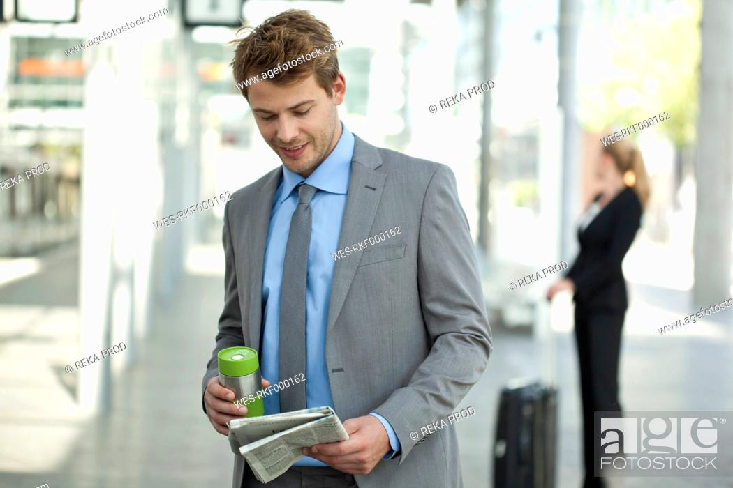 Stock Photo: Germany, North Rhine Westphalia, Duesseldorf, Business people waiting at station.