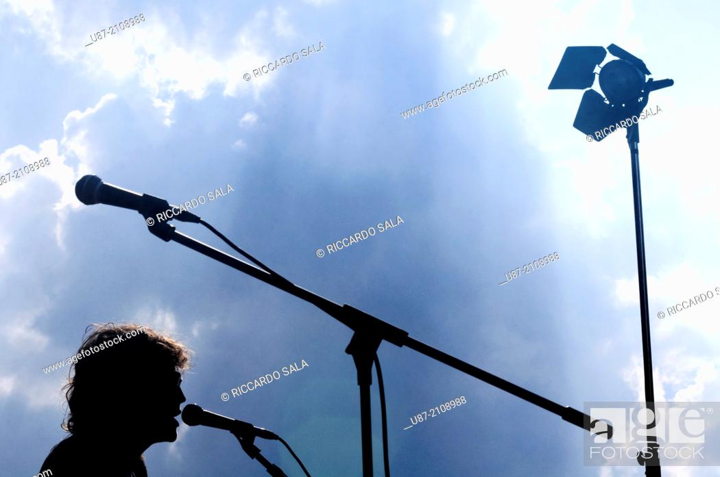 Photo de stock: Popular Music Concert Stage and Musician Silhouette.