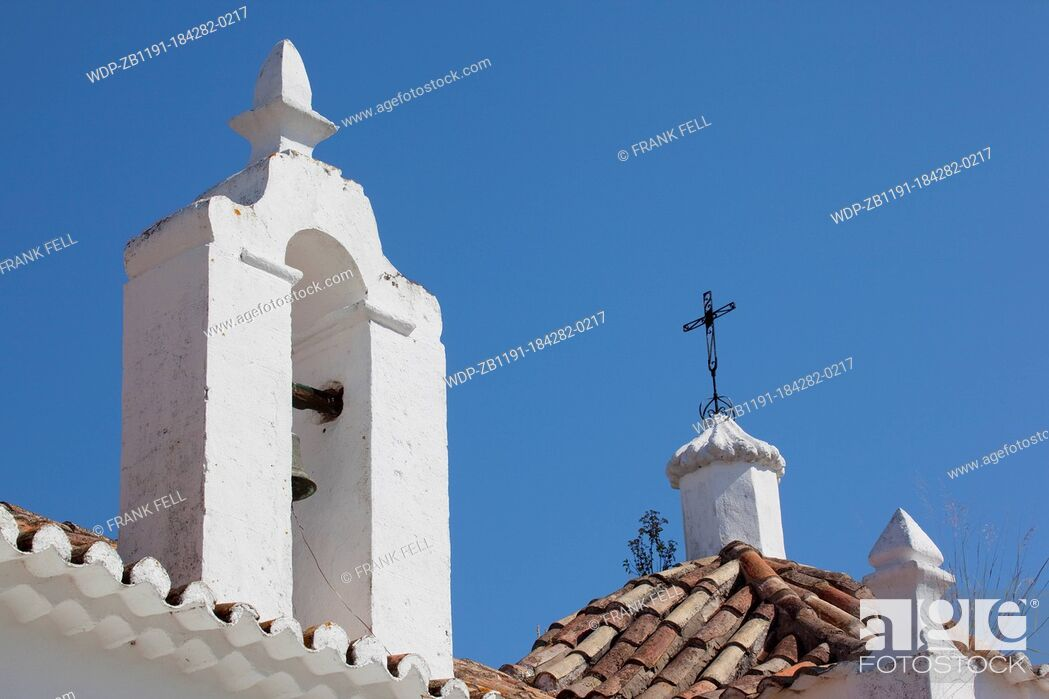 Imagen: Portugal, Algarve, Alte, Church Rooftop.