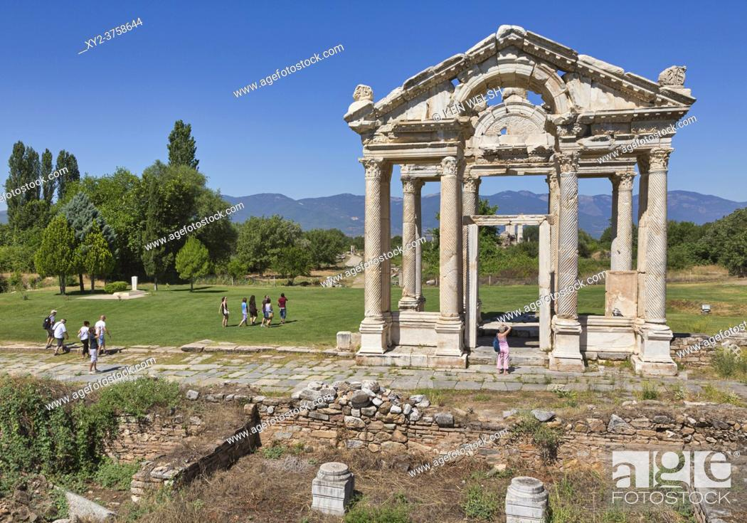 Imagen: Ruins of Aphrodisias, Aydin Province, Turkey. 2nd century gateway known as the Tetrapylon. Aphrodisias, which is a UNESCO World Heritage Site.