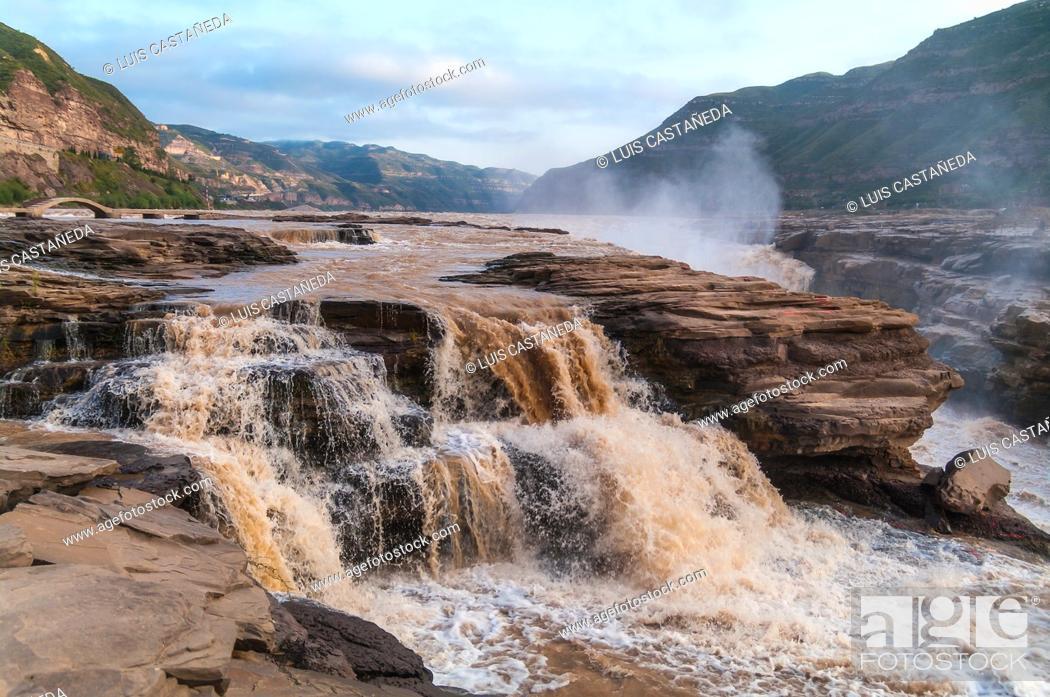 Stock Photo: Hukou Falls of the Yellow River. . The Hukou Waterfall, the largest waterfall on the Yellow River, China, the second largest waterfall in China.