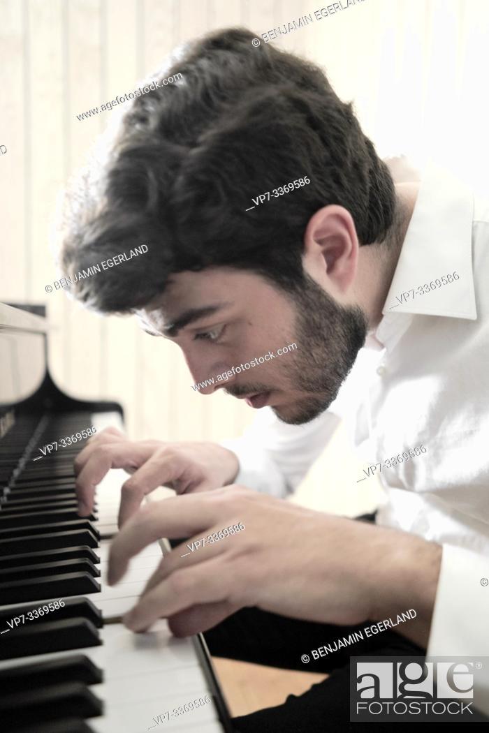 Stock Photo: pianist.