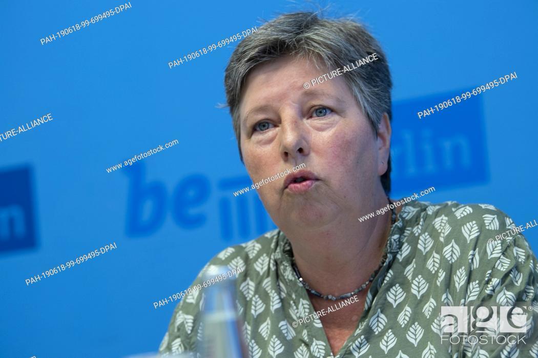 "Imagen: 18 June 2019, Berlin: After the Senate session, Katrin Lompscher (Die Linke), Senator for Urban Development and Housing, spoke to journalists about the """"rent."