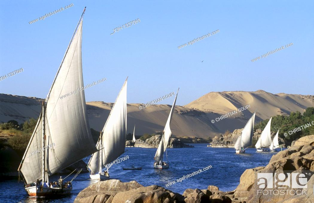 Imagen: feluccas on the Nile, Aswan, Egypt, Africa.