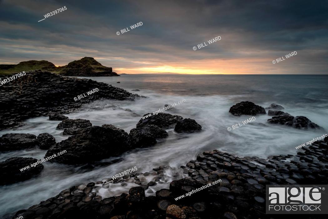 Photo de stock: Giant's Causeway at sunset, UNESCO World Heritage Site, County Antrim, Northern Ireland, United Kingdom, Europe.