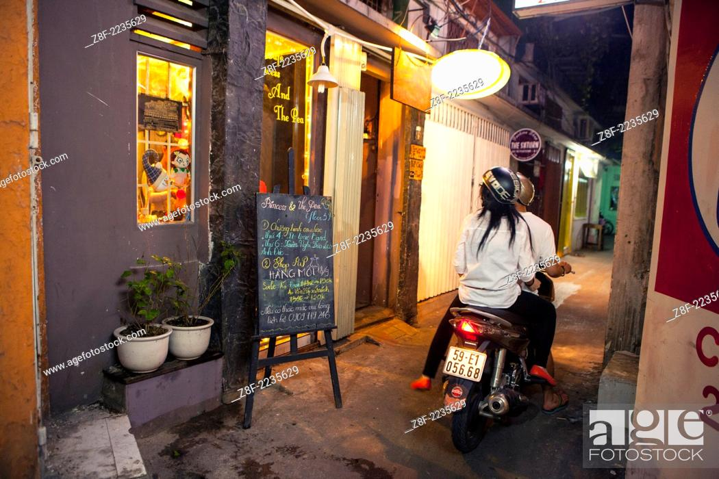 Imagen: Western style sidewalk restaurants and cafe's are all over Ho Chi Minh City ( Thành ph? H? Chí Minh ). Formerly named Saigon.