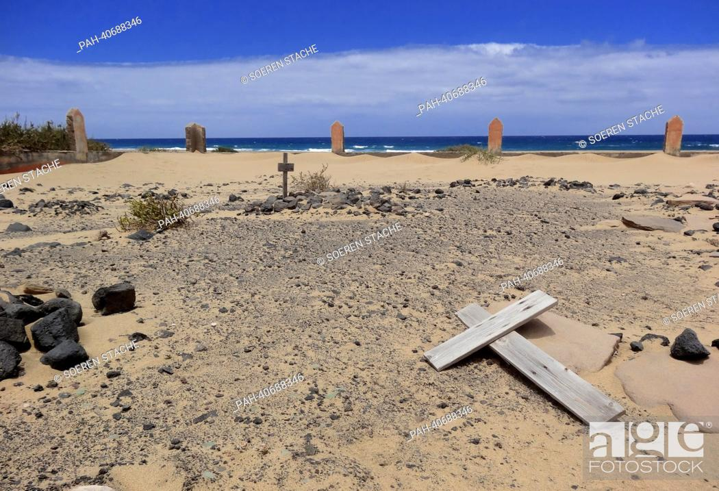 Stock Photo: View of Cofete cemetery in the dunes near Morro Jable on the west coast of Fuerteventura, Spain, 05 June 2013. Photo: Soeren Stache | usage worldwide.