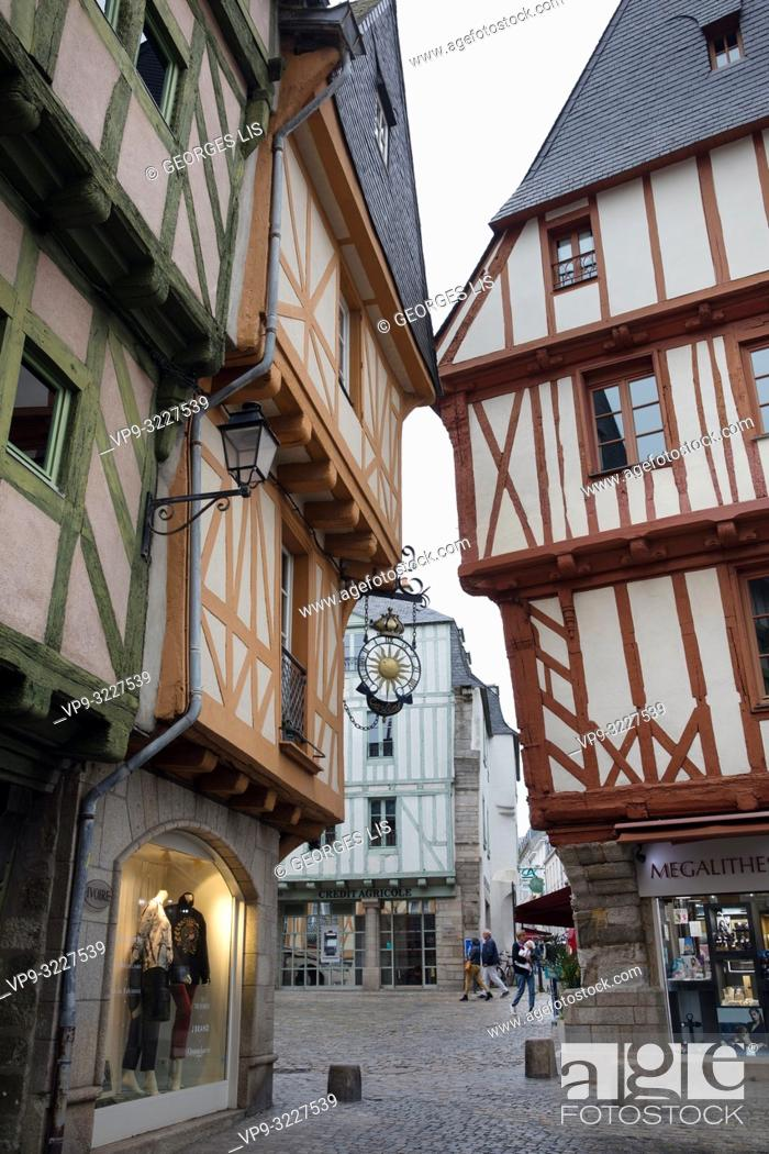 Imagen: ancient houses, colombage, wood half timbering frontage, Henri IV square, historic district, Vannes, Morbihan, Bretagne France.
