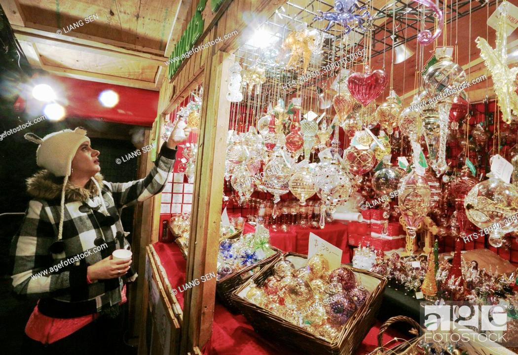 Stock Photo: (171125) -- VANCOUVER, Nov. 25, 2017 () -- A resident takes a look to a stall selling festive gifts at the Vancouver Christmas Market in Vancouver, Canada, Nov.