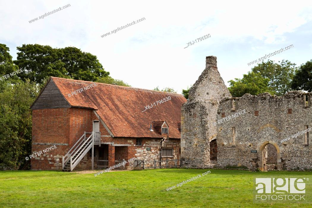 Stock Photo: The medieval ruin of Bishop's Waltham Palace and the guest lodgings converted to a farmhouse in Hampshire.