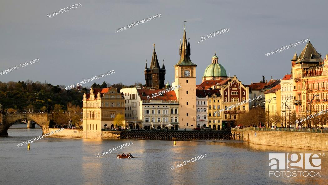Stock Photo: Czech Republic, Prague, historic centre listed as World Heritage by UNESCO, the Old Town (Stare Mesto), the Vltava River and the Charles Bridge (Karluv Most).