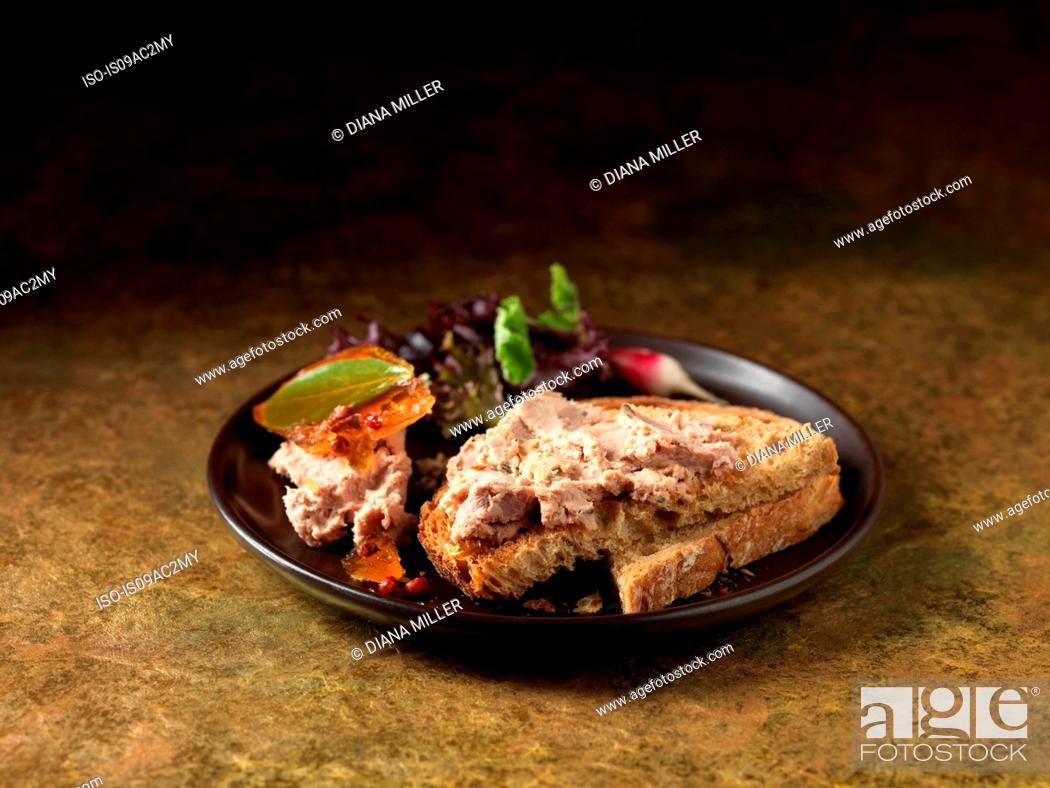 Stock Photo: Farmhouse champagne pate on wholemeal toast.