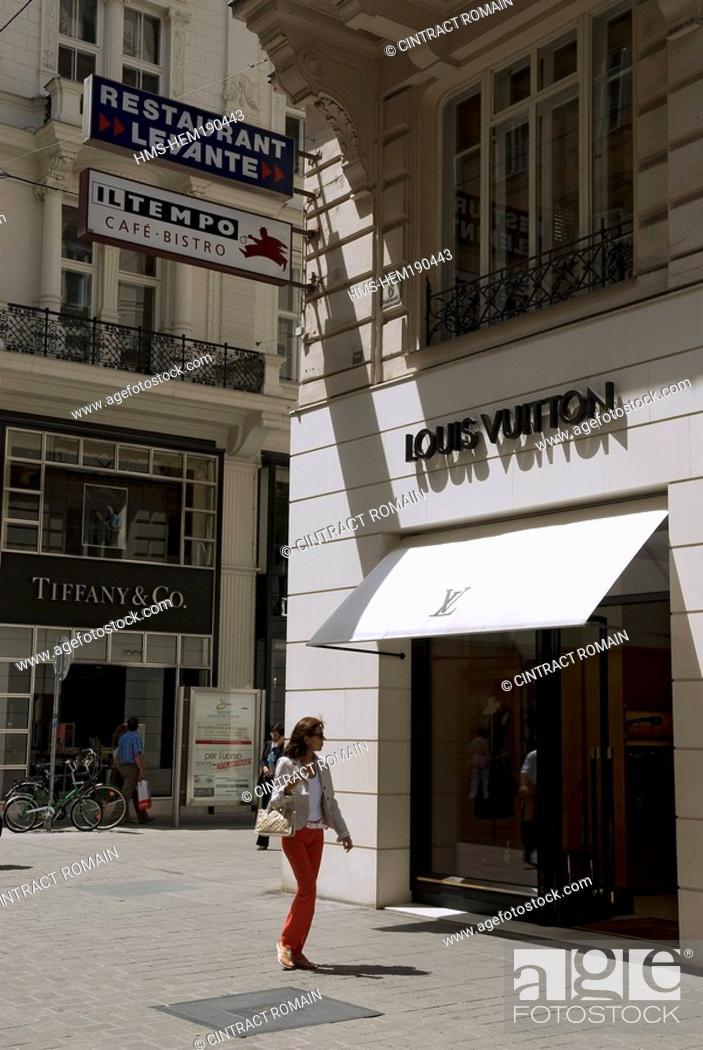 Stock Photo: Austria, Vienna, the street Kohlmarkt and its luxurious shops.