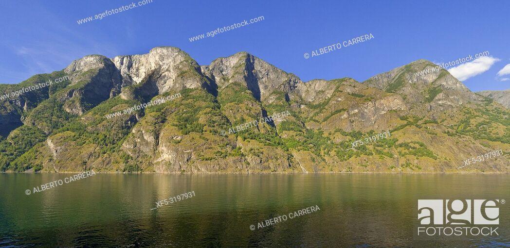 Imagen: Aurlandsfjorden Fjord, Flam, Norway, Scandinavia, Europe.