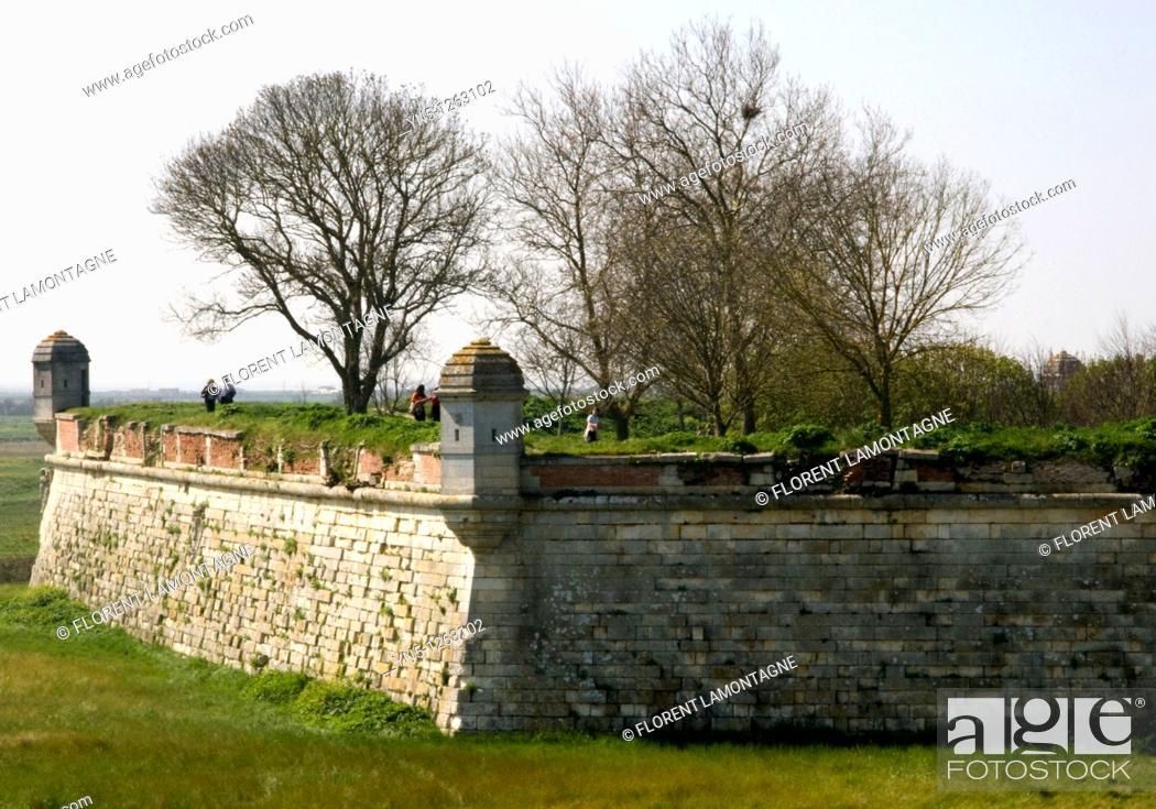 Stock Photo: France, Poitou Charentes province, Charente Maritime, Brouage - Vauban's citadel with forteress, walls and 'Echauguettes'.