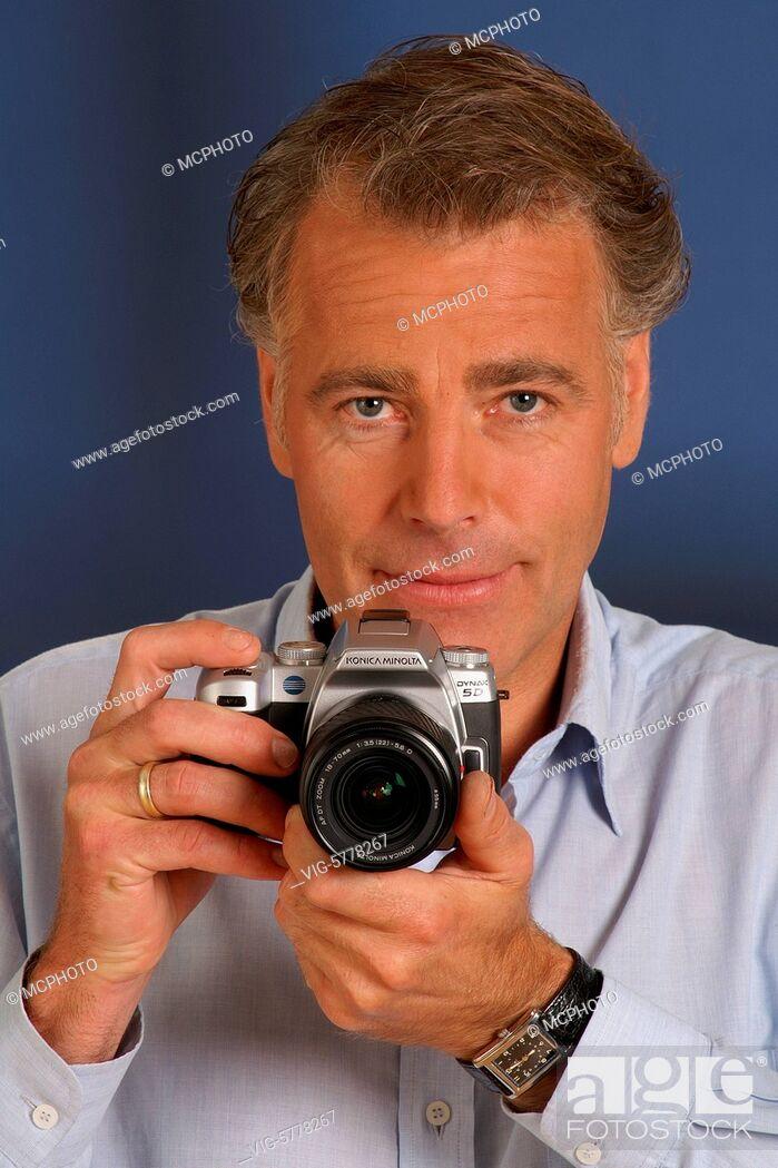 Imagen: Fotograf mit Digitaler Spiegelreflex-Kamera, 2005, Hamburg - Hamburg, Germany, 20/07/2005.