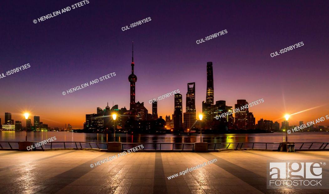 Stock Photo: The Bund and Pudong skyline at dawn, Shanghai, China.