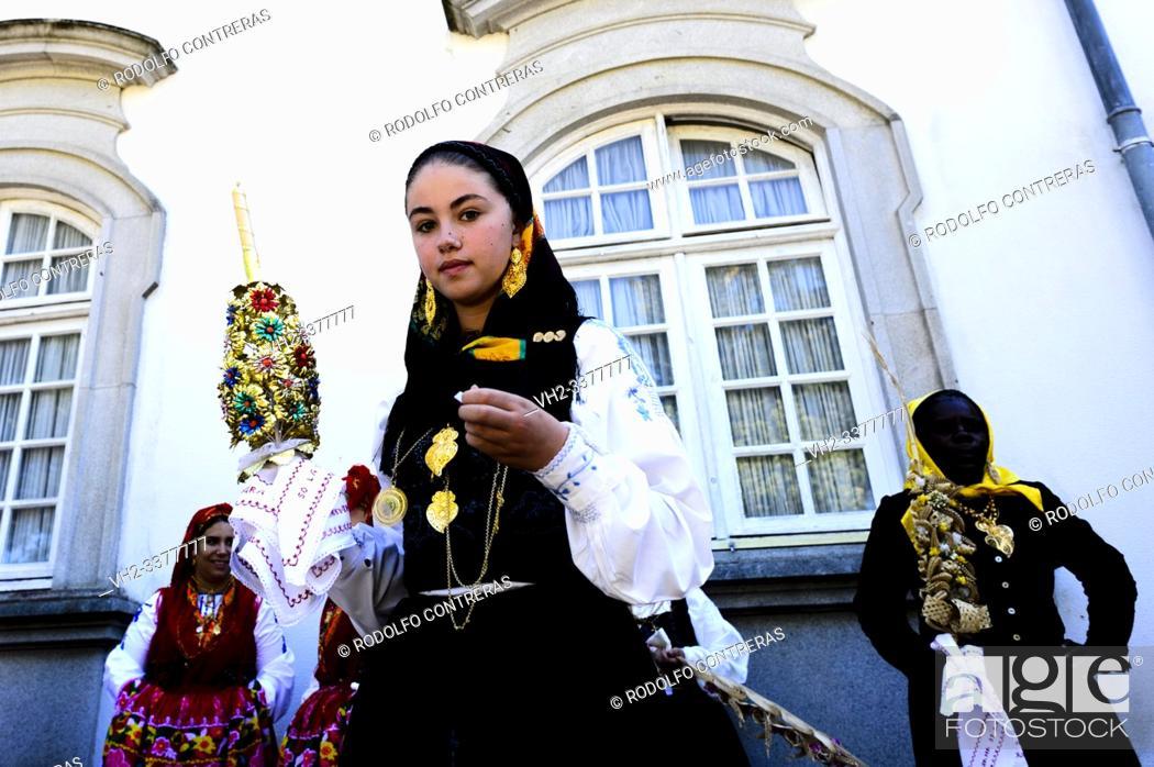Stock Photo: Desfile da Mordomia (Mordomia street parade) in honor of Our Lady of Sorrows (Viana do Castelo).