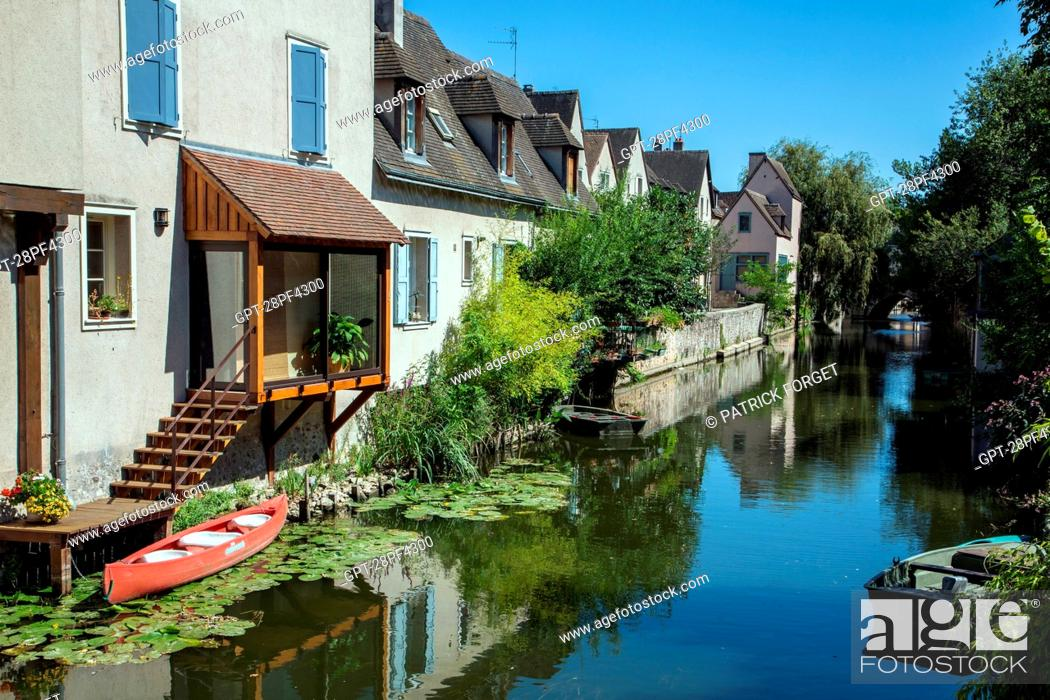 Imagen: BANKS OF THE EURE, OLD TOWN OF CHARTRES, EURE-ET-LOIR 28, FRANCE.