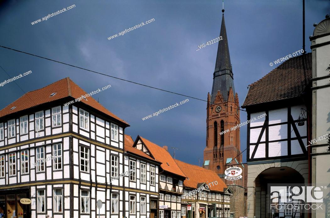 D-Nienburg (Weser), Niedersachsen, Martinskirche, Torbogen am ...