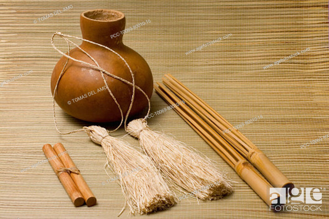 Imagen: Studio shot of hula implements, ipu, pu'ili and kala'au.