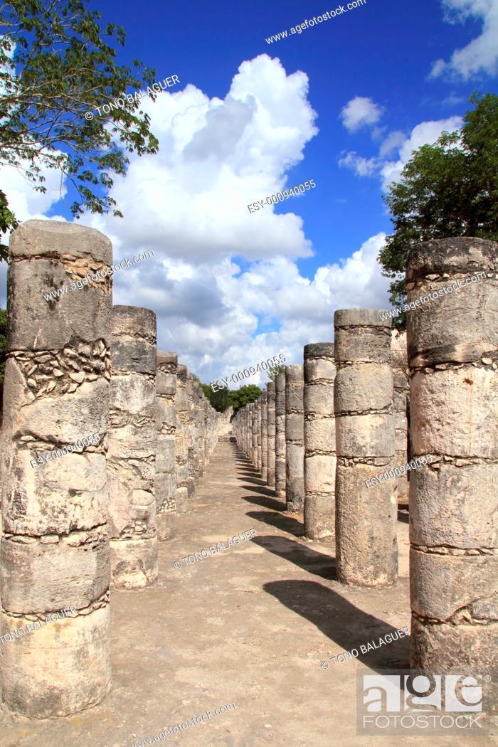 Stock Photo: Mayan Chichen Itza Mexico thousand columns temple in Yucatan.