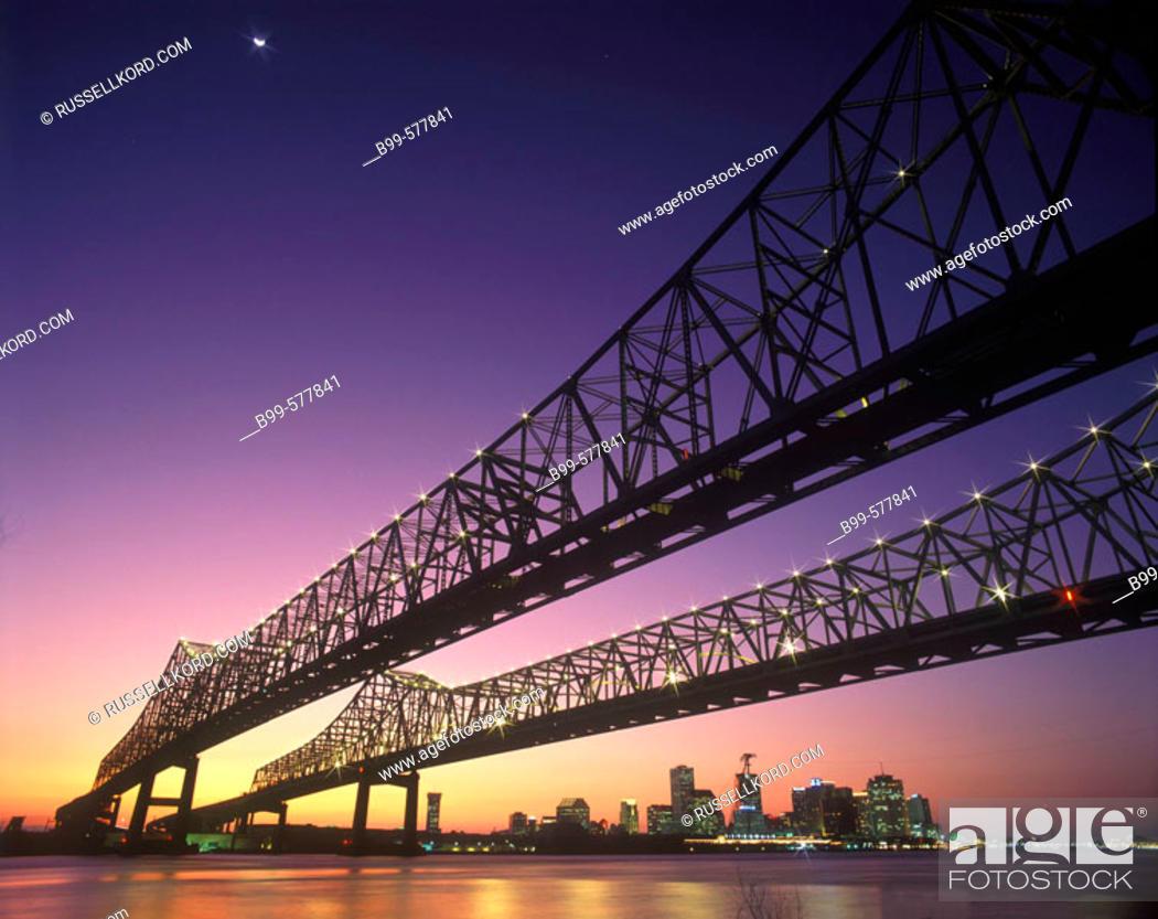 Stock Photo: Crescent City Bridges, Mississippi River, New Orleans, Louisianna, Usa.