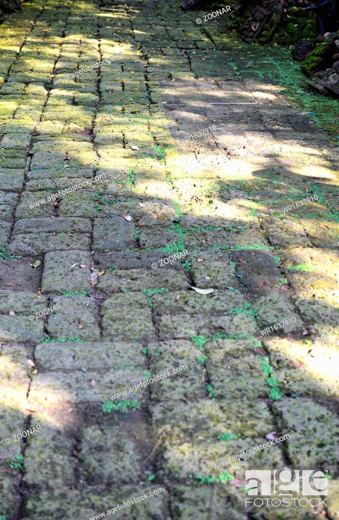 Imagen: old pavement.