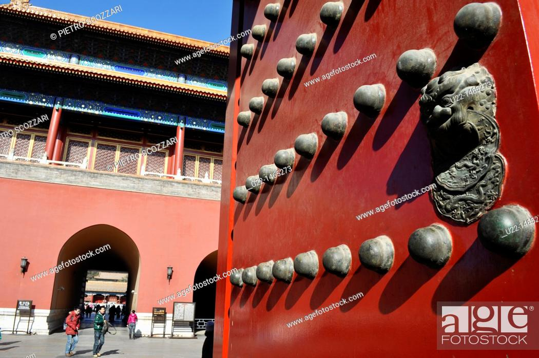 Stock Photo: Beijing (China): door at the Forbidden City.