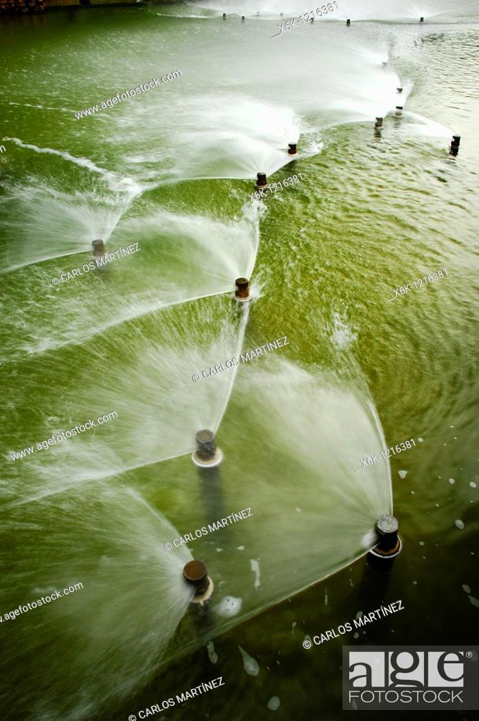 Stock Photo: Surtidores de agua a presión, Parc de Diagonal Mar, Barcelona, Catalunya, España.