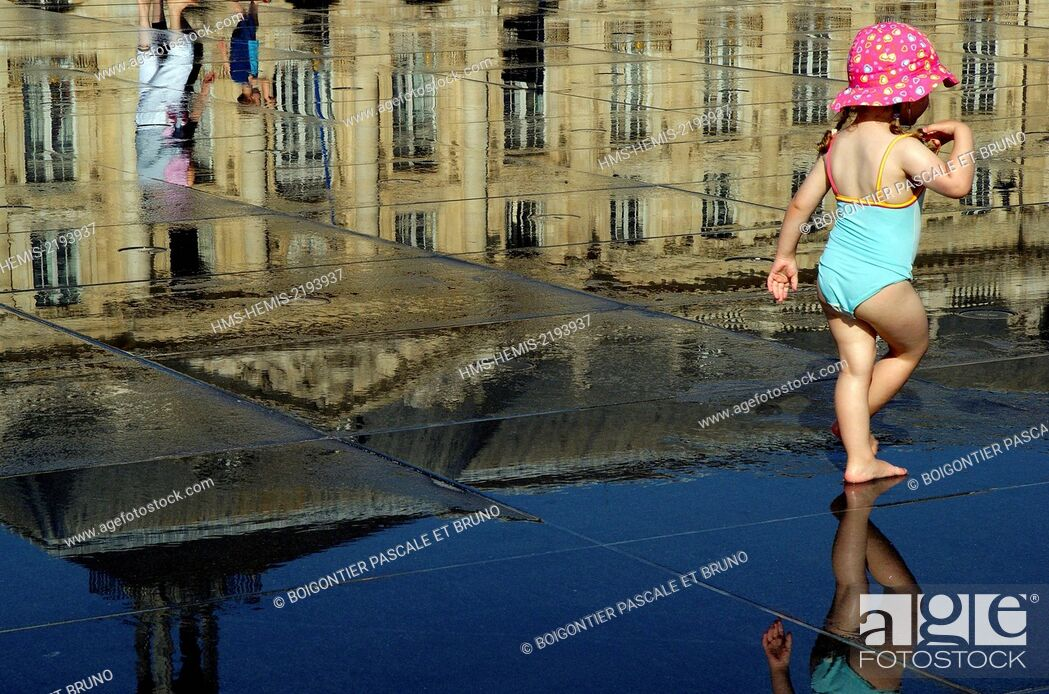 Stock Photo: France, Gironde, Bordeaux, water mirror.