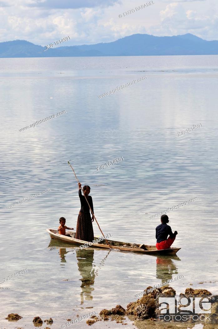 Stock Photo: Borneo shell fisherman.