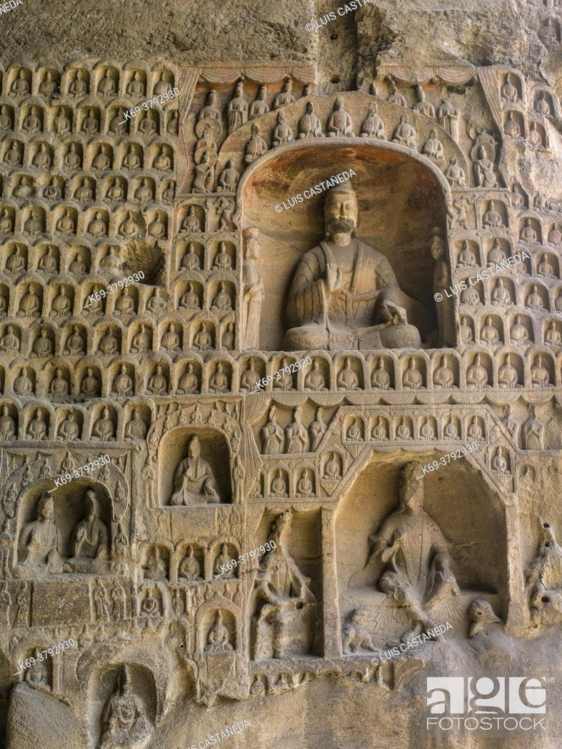 Photo de stock: The Yungang Grottoes (Wuzhoushan Grottoes in ancient time) are ancient Chinese Buddhist temple grottoes near the city of Datong in the province of Shanxi.