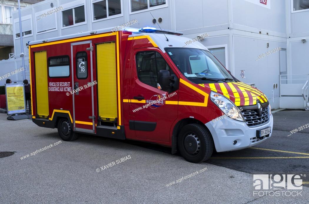 Stock Photo: Emergency vehicle, Nantes, Loire-Atlantique, Pays de la Loire, France.