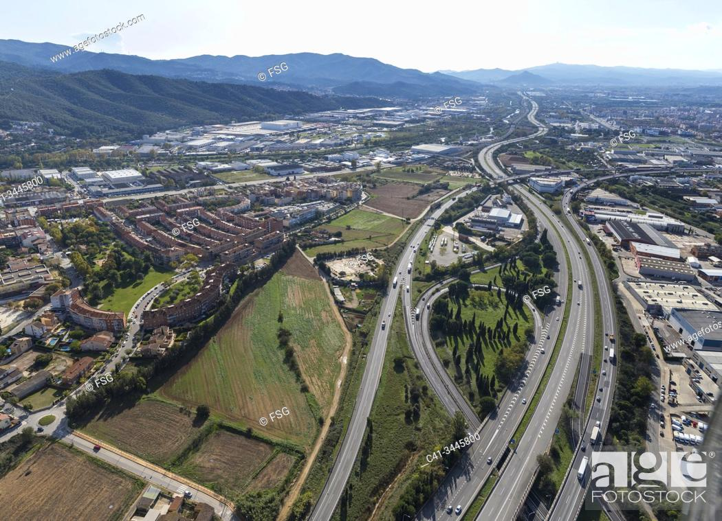 Imagen: Aerial view of AP-7 highway and industrial area. Montmelós. Barcelona, Spain.