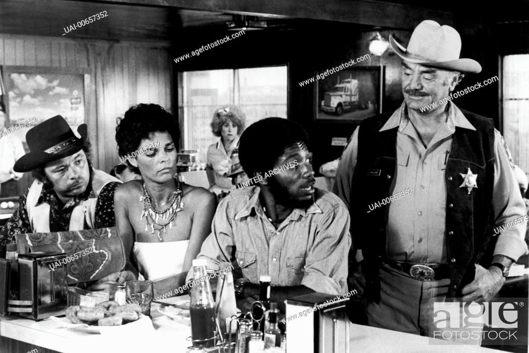 Stock Photo: CONVOY / Convoy USA 1978 / Sam Peckinpah Szene mit 'Pig Pen' (BURT YOUNG), Melissa (ALI MCGRAW), 'Spider Mike' (FRAKLYN AJAYE) und 'Dirty' Lyle Wallace (ERNEST.