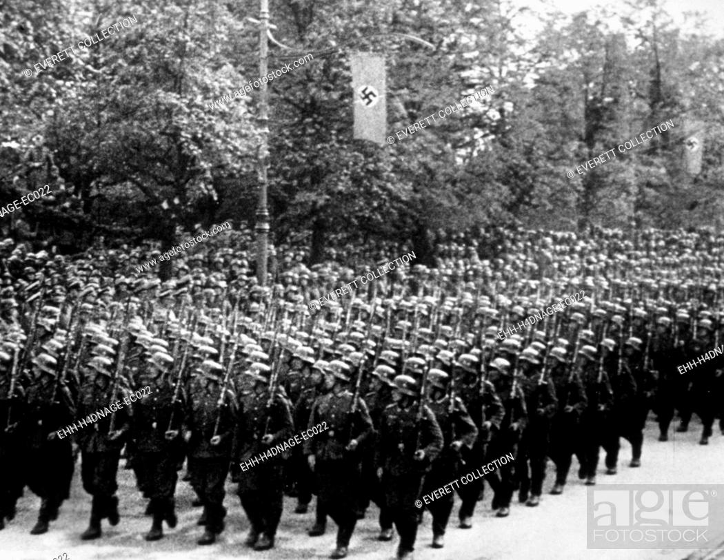 Imagen: Nazi Germany, German troops parading, c. 1939.
