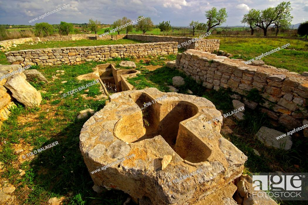 Imagen: Temple and early Christian village of Son Peretó 5th-8th centuries, Manacor, Majorca, Balearic Islands, Spain.