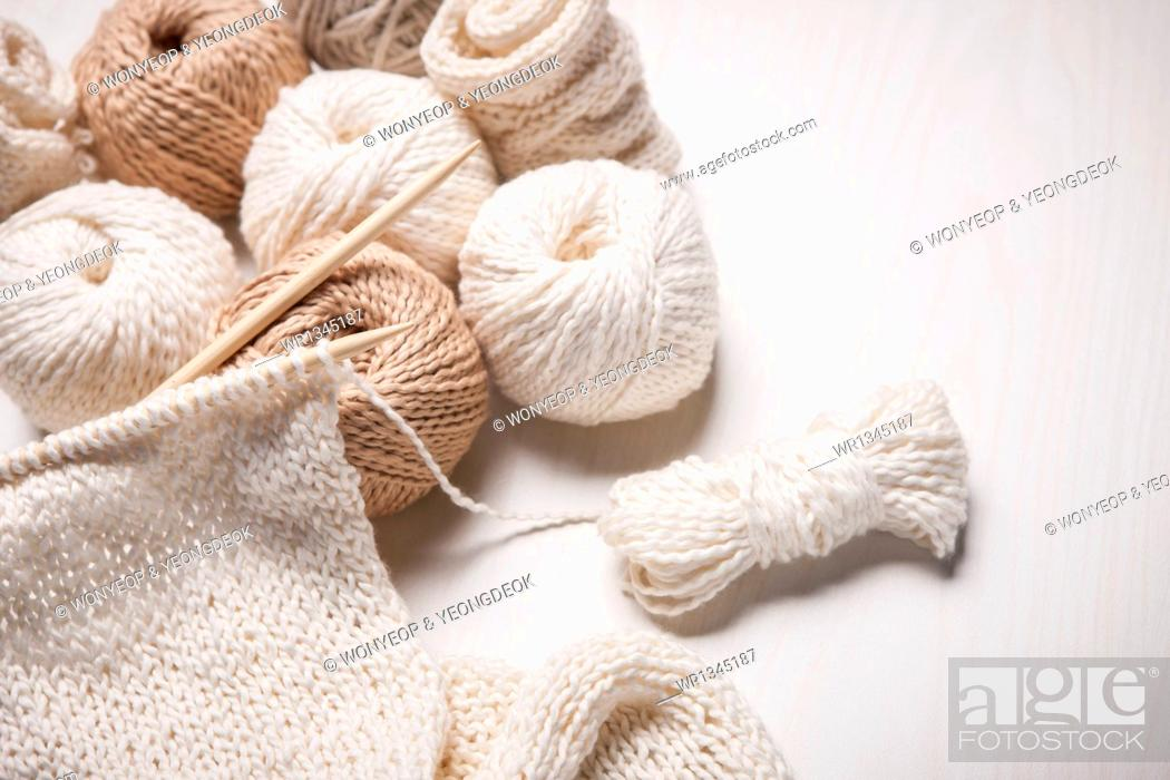 Imagen: close up shot of white knit stiches.