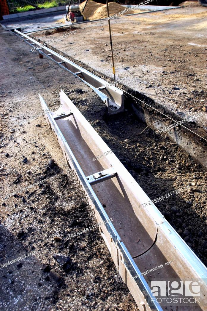 Imagen: Footing drain pipes installed on pavement.