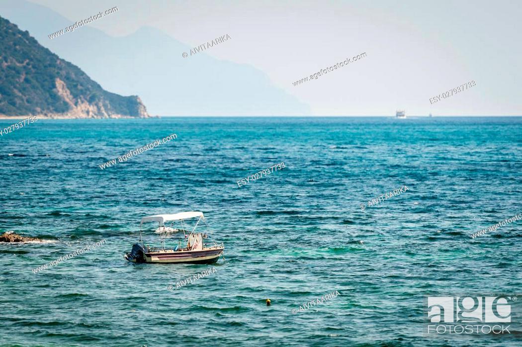 Imagen: small fisherman boat in the sea.