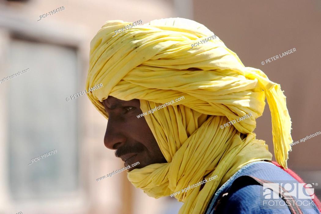 Stock Photo: Man with turban, Monday Market, Djenne, Mali.