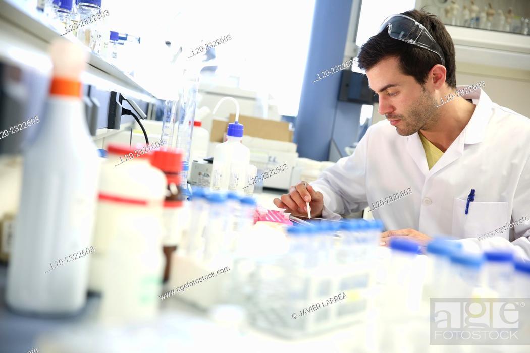 Stock Photo: Researcher. Organic lab. Chemical Analysis Laboratory. Technological Services to Industry. Tecnalia Research & Innovation, Donostia, San Sebastian, Gipuzkoa.