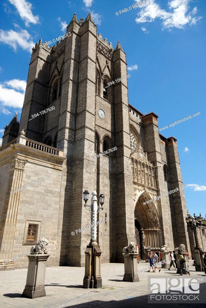 Imagen: Romanesque Cathedral of San Salvador de Avila, Spain.