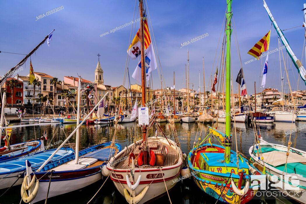 Stock Photo: France, Provence, Var, Sanary-sur-Mer, harbour.
